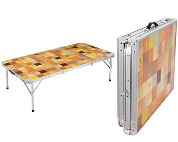 広めのメインテーブルにColeman(コールマン) ナチュラルモザイクリビングテーブル/140