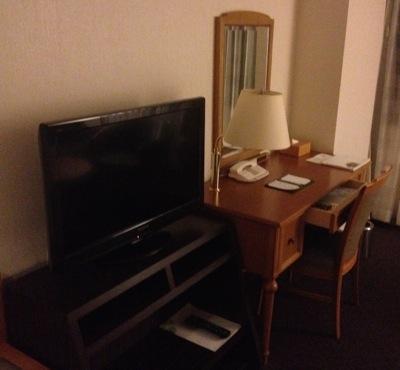 ウェスティンナゴヤキャッスル テレビと机