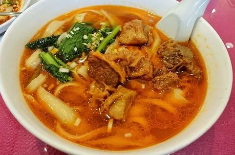 牛バラ刀削麺