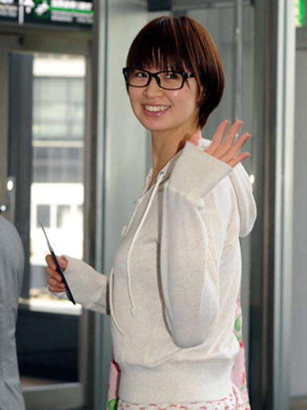 私服で眼鏡をかけた木村沙織