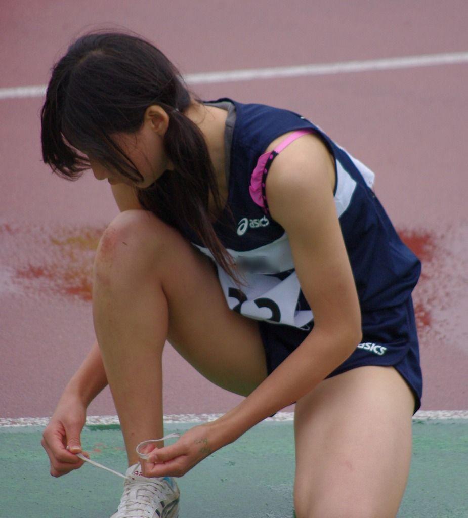 ユニフォームを着た陸上選手のブラチラ