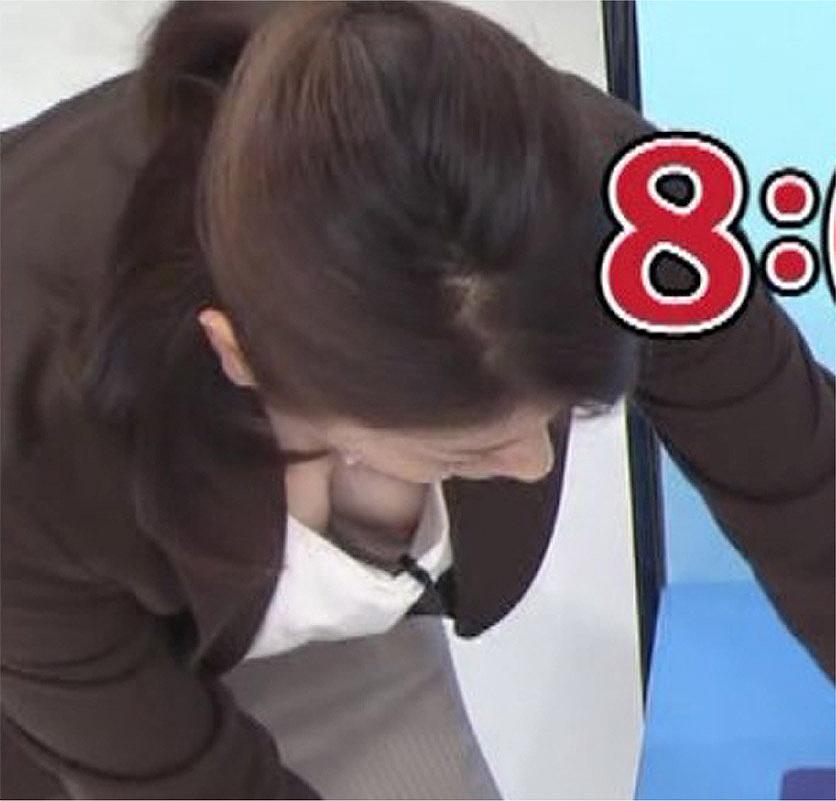 朝ズバで岡安弥生アナが乳首ポロリ