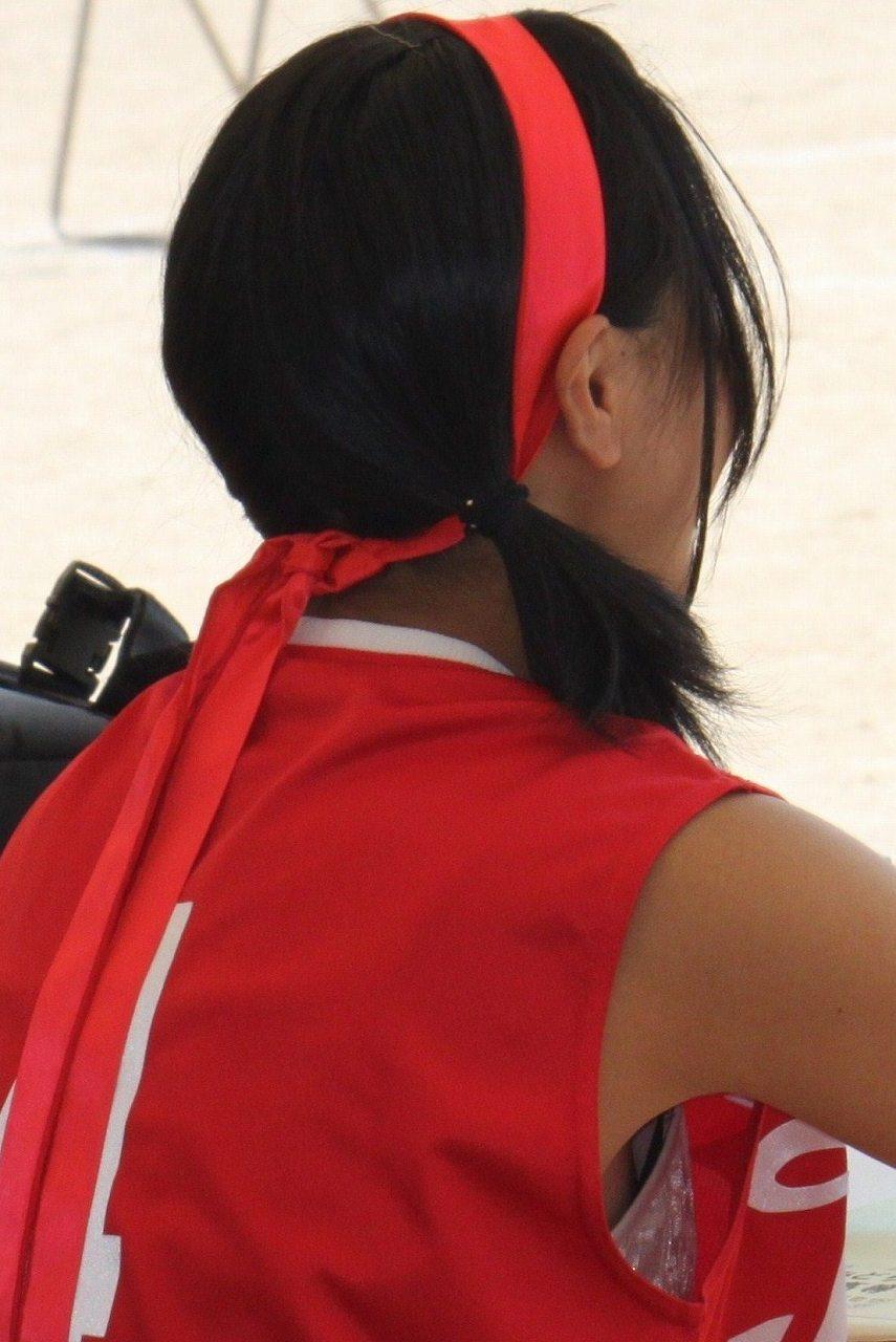 陸上ユニフォームを着た女の子のブラチラ