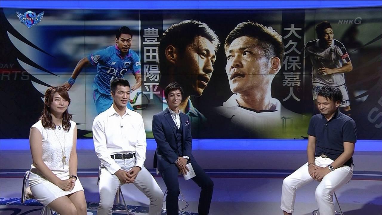 NHK「サンデースポーツ」でミニスカワンピースを着た杉浦友紀アナの太もも