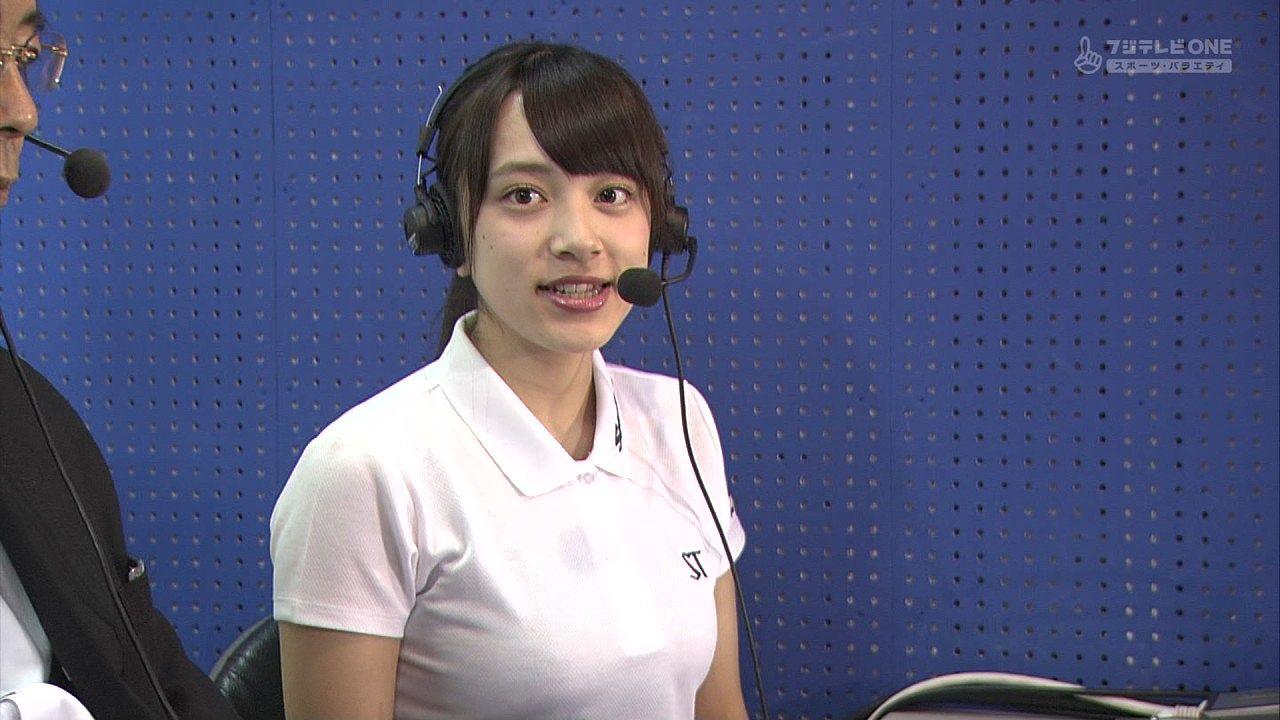 野球実況のゲストでポロシャツを着た都丸紗也華のおっぱい