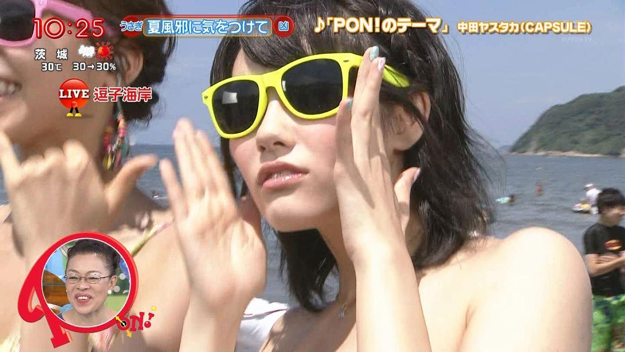 「PON!」の海中継でビキニになったお天気お姉さんの窪真理