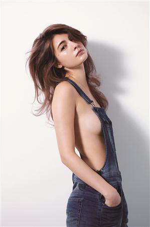 ViVi巻頭特集、裸+デニム姿のセクシーショットのマギー