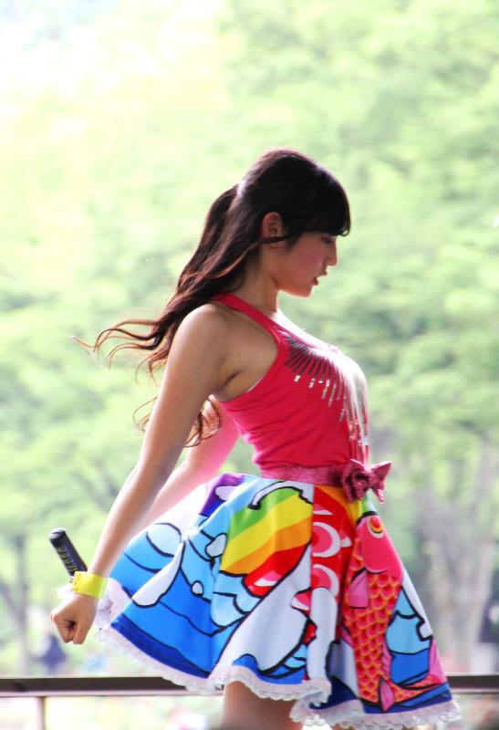 つりビット・安藤咲桜の突き上げた横乳