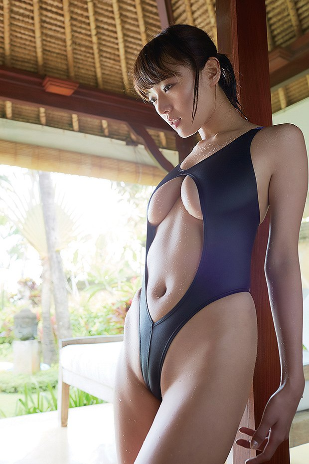 元「魔女っこ」伊藤しほ乃のハイレグ競泳水着グラビア