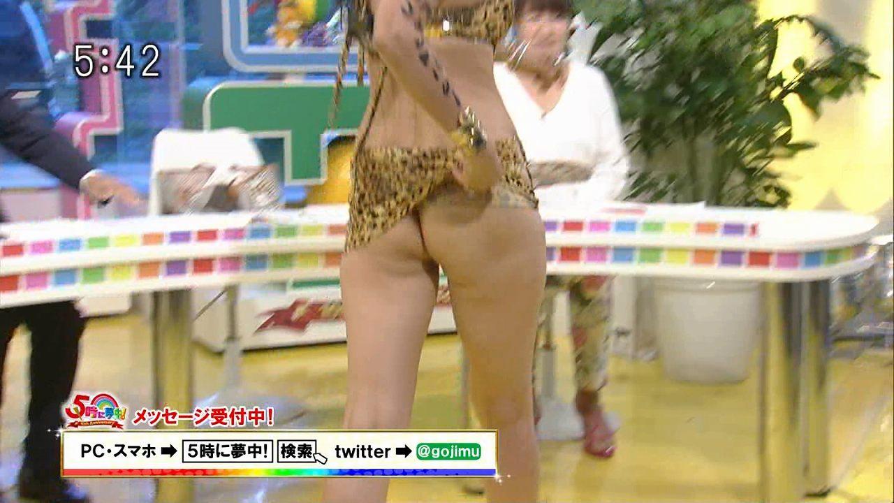「5時に夢中!」に前貼り持参、ノーパンでテレビ出演した岡本夏生のお尻割れ目