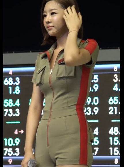 マンスジくっきり衣装を着たK-POPアイドル