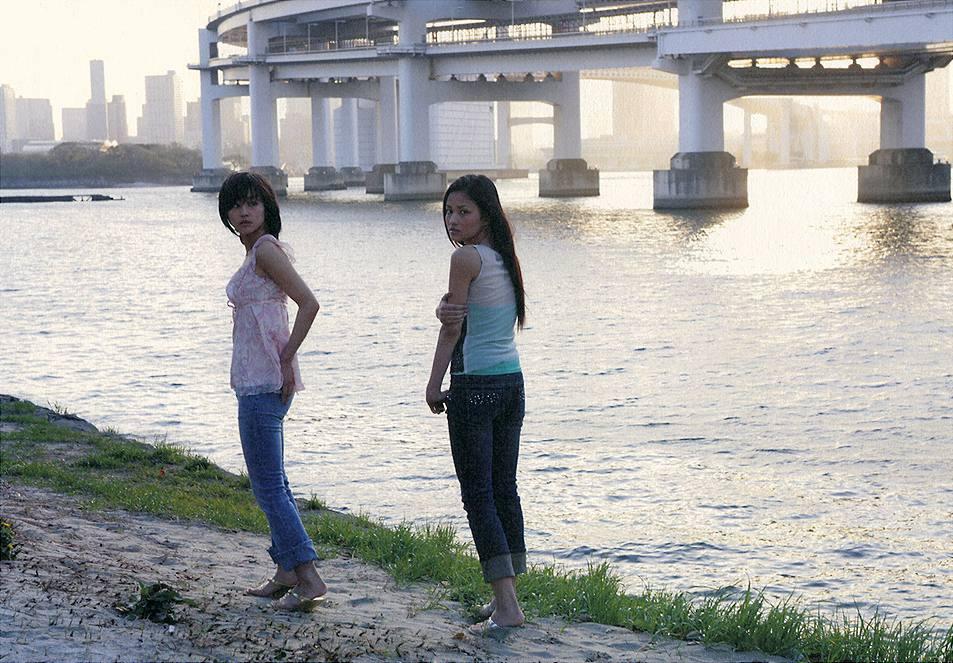 堀北真希と黒木メイサの写真集「missmatch」画像
