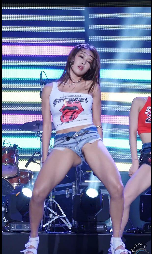 韓国K-POPアイドルが地上波でノーパンダンス