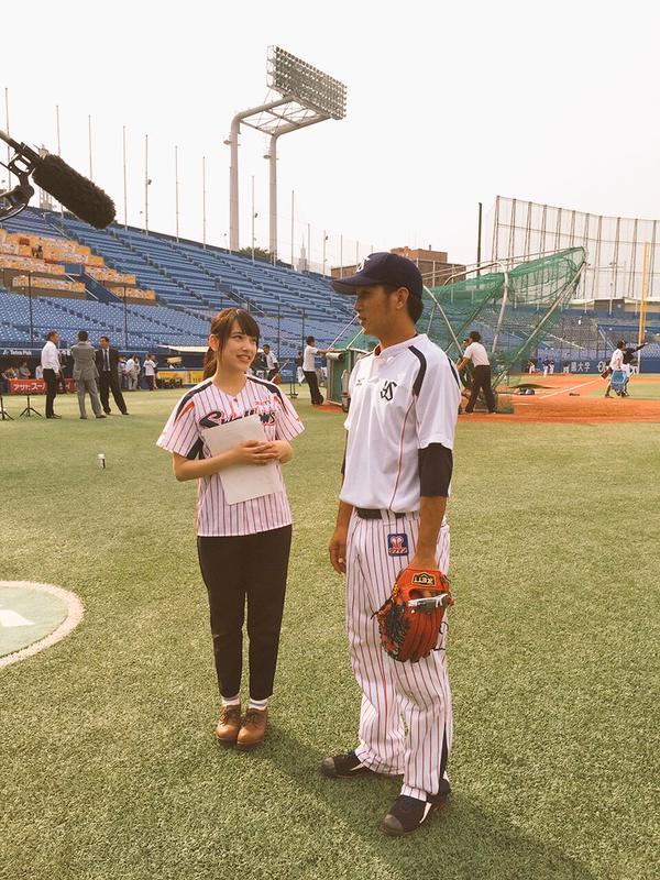 マネージャーの都丸紗也華とヤクルトの藤井亮太選手