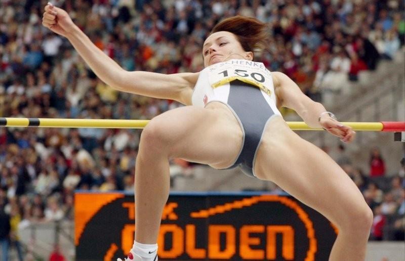 棒高跳び選手の股間