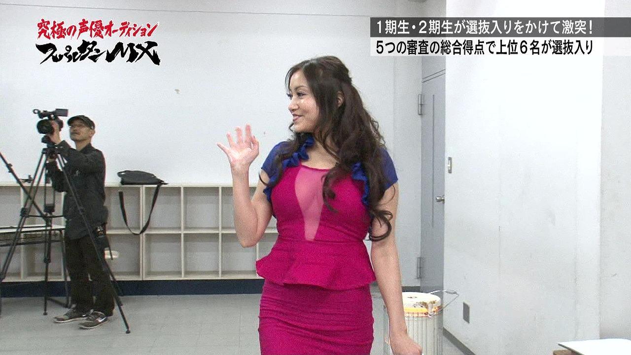 おっぱい谷間丸出しでテレビ出演したたかはし智秋