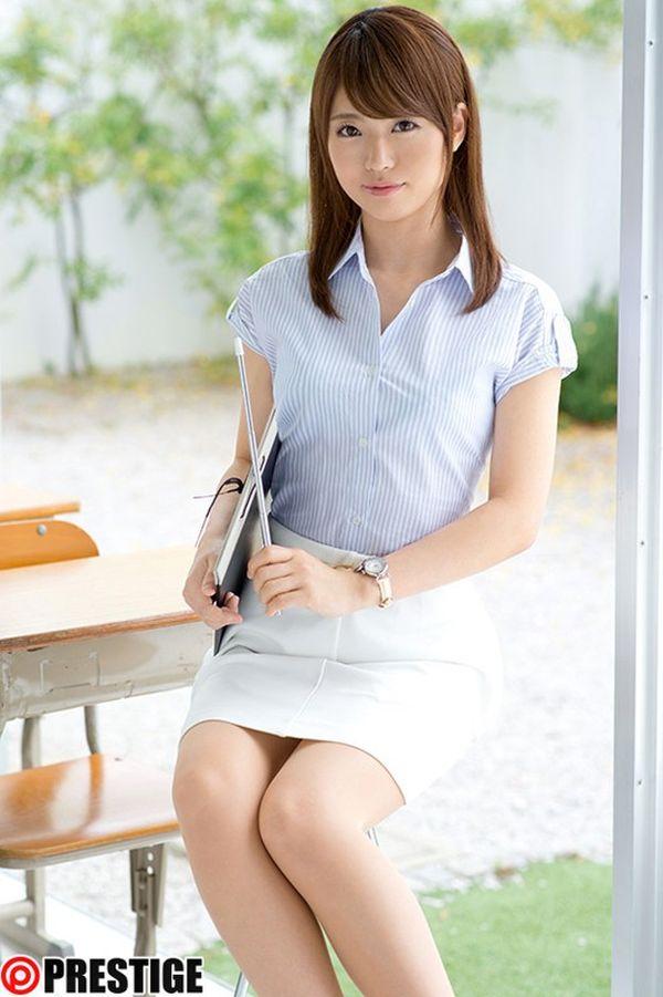 中学校教諭でAV女優の榎本南那