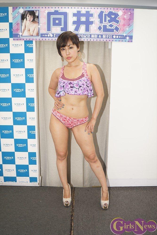 3rdDVD『三十路の決意』の発売記念イベントでソフマップに登場した向井悠