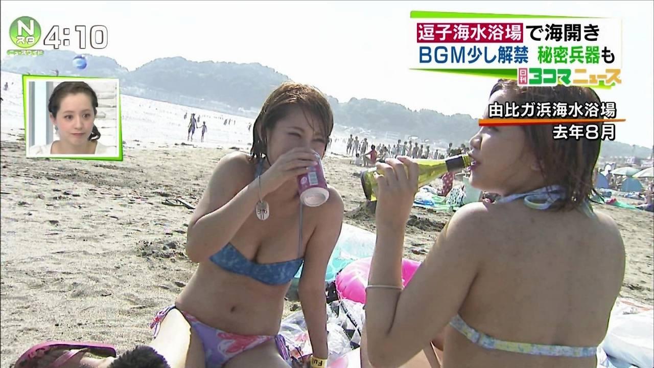 海のニュースで映ったビキニ水着の巨乳お姉さん