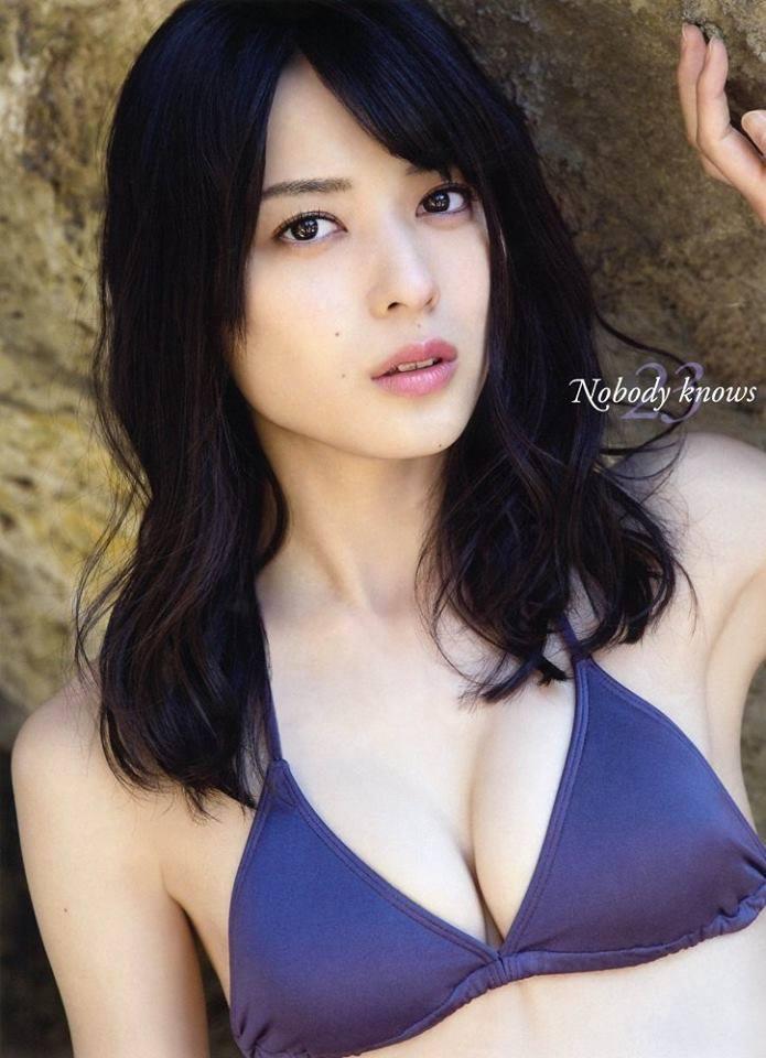 ℃-ute・矢島舞美の写真集「Nobody knows 23」表紙、おっぱい谷間丸出しの矢島舞美