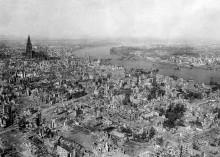 空襲後のケルン