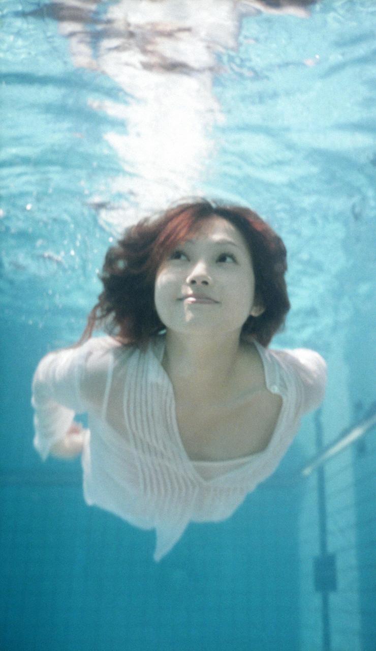 プール えっちなお姉さん 画像 20