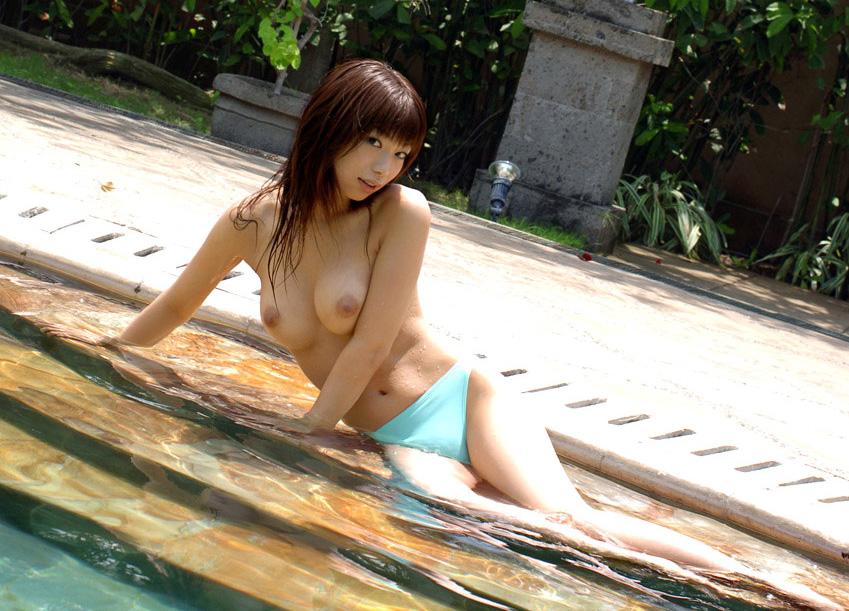 プール えっちなお姉さん 画像 31