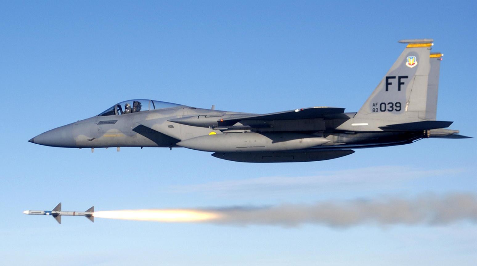 USAF_F-15C_fires_AIM-7_Sparrow_2.jpg