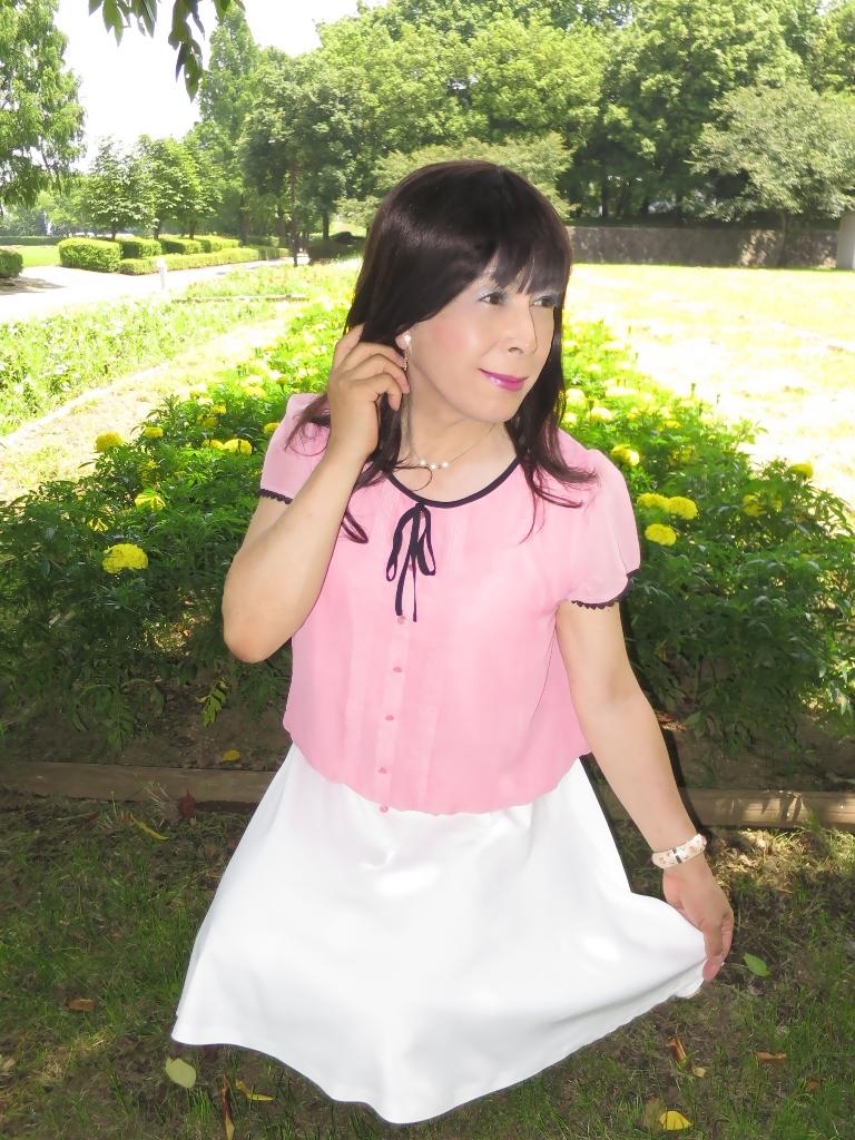 ピンクブラウス白スカートC(5)