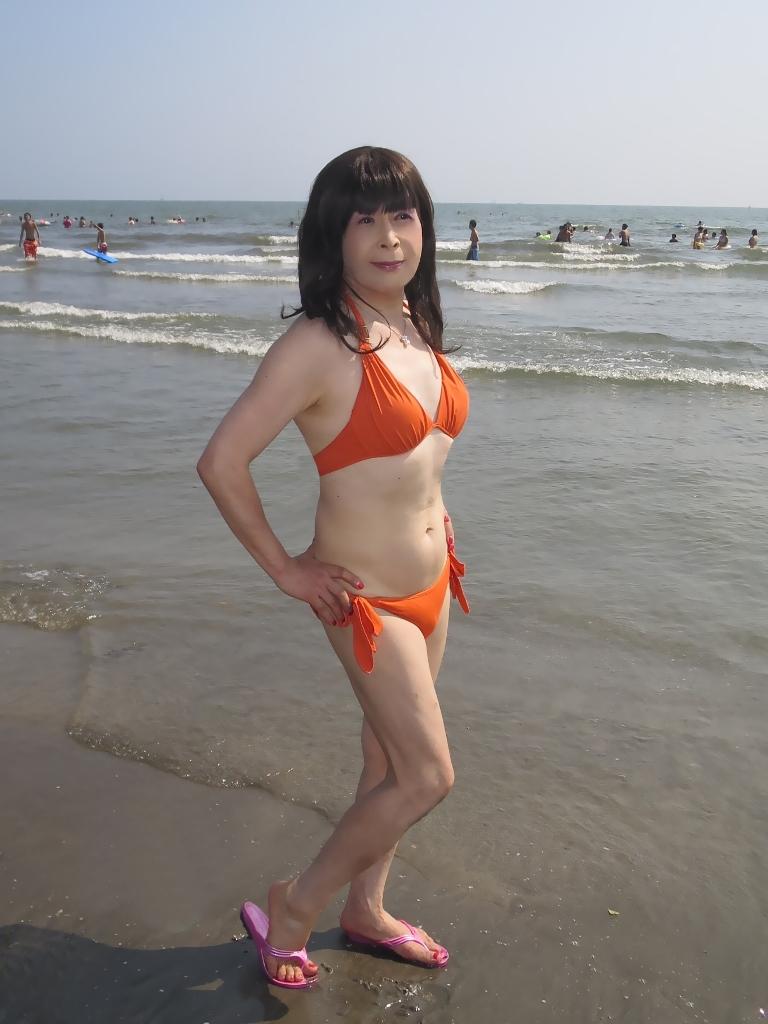 由比ヶ浜オレンジ水着(2)