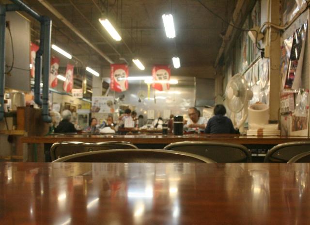 IMG_8943 朝市の食堂(640x464)