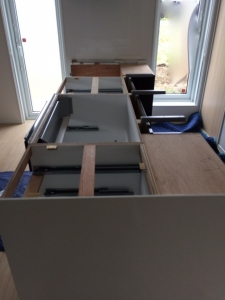 天板を外したキッチン