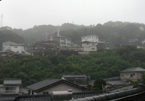 朝だけ豪雨。