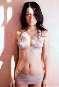 kawamura_yukie_g142.jpg