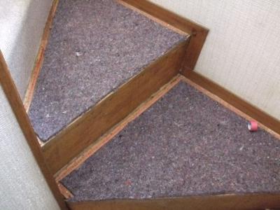 階段カーペット張替え施行中