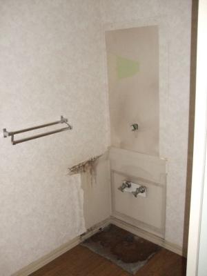 既存の洗面化粧台解体・撤去