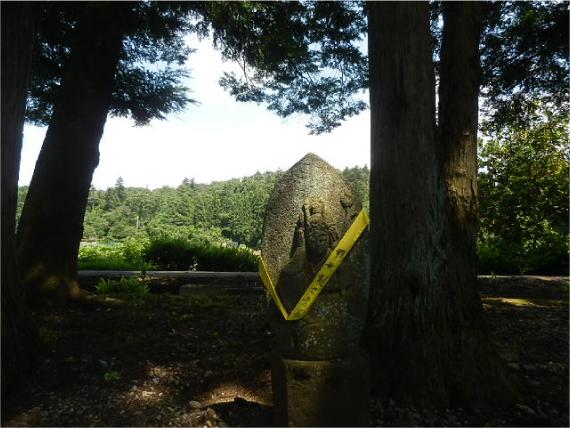 栂並木の石仏