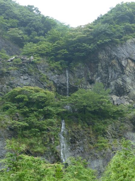 金山出石寺へ行く途中 滝