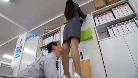 浅倉愛[FNK-023]OLスーツ倶楽部 入社2年目愛さんの長身・美脚スーツ