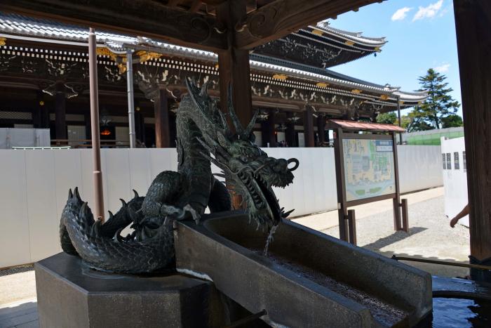 手水屋の龍(東本願寺)