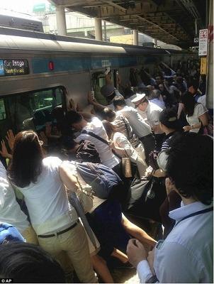 s-平成25年7月22日午前9時 南浦和駅