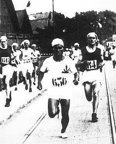 s-kanakuriten41第八回パリ大会で激走する四三(1924)
