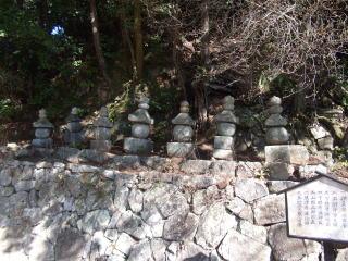 満願寺源家の七塔