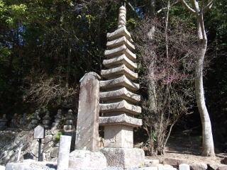 満願寺石造九重塔