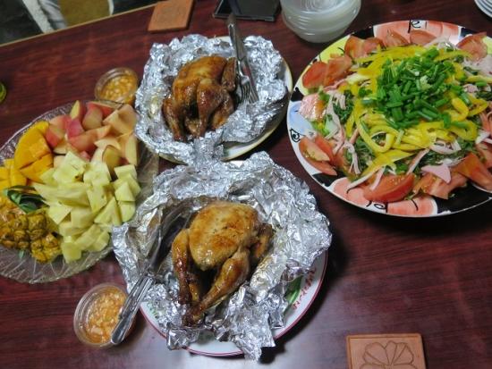 鶏の丸焼きのある晩御飯