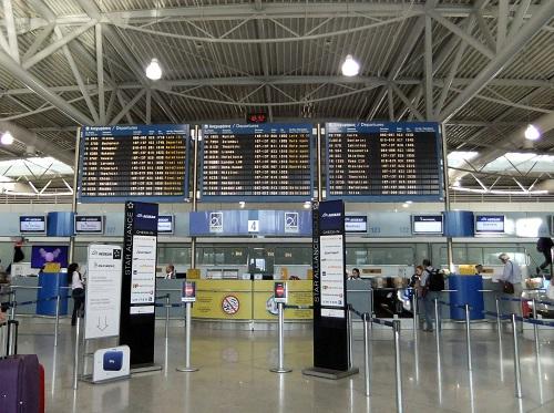 アテネの空港で (2)