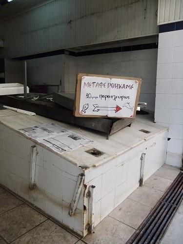 ミティリニ_宿の近くの魚屋さん