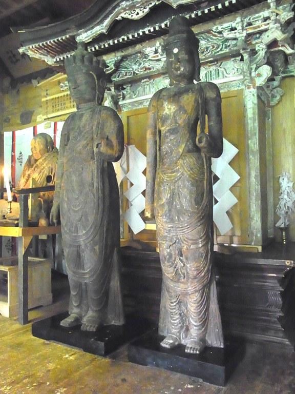 小沼神社の社殿に祀られる聖観音像・十一面観音像