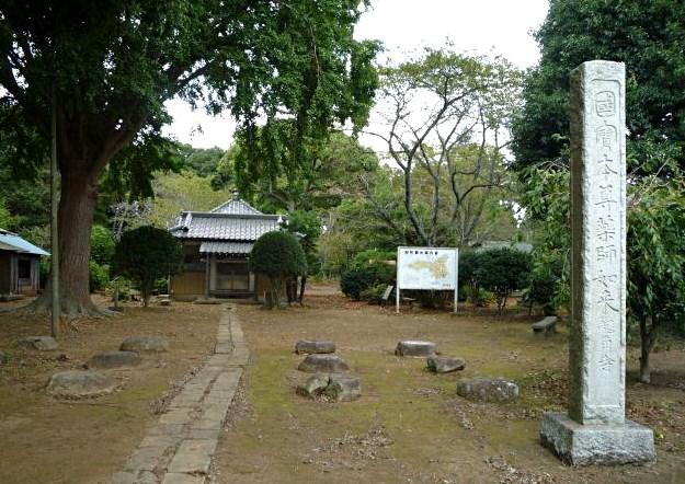 龍角寺境内と本堂