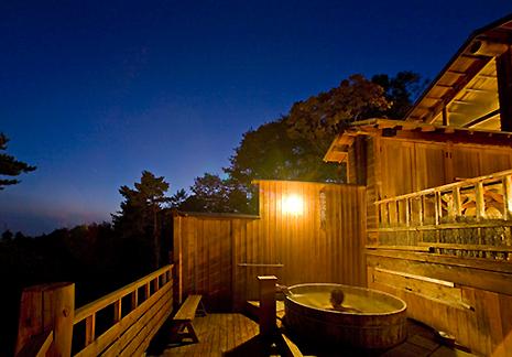 菱野温泉夕暮れの露天風呂